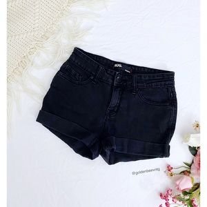 🌿 Urban Outfitters BDG Mid Rise Denim Shortie 🌿